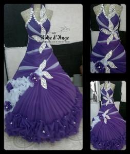 Robe violette et blanche