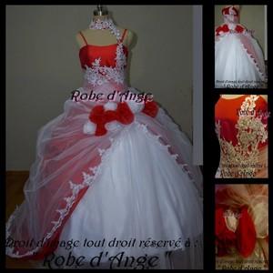robe de mari e rouge et blanche boutique robe d. Black Bedroom Furniture Sets. Home Design Ideas