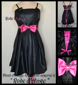 Robe noire accessoires fushia
