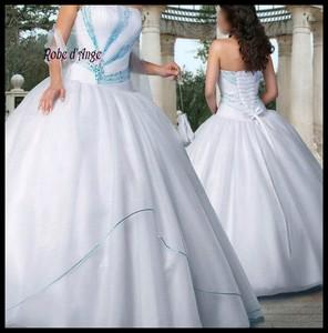 robe de mariee bleu turquoise et blanche robes de soir e. Black Bedroom Furniture Sets. Home Design Ideas