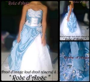 Robe bleu ciel et blanche